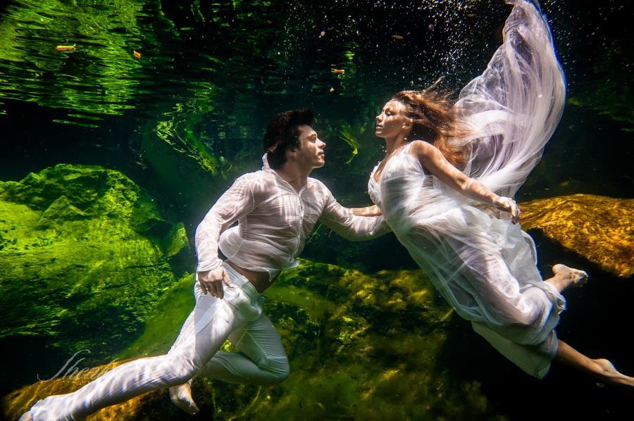 13-bride-and-groom-ander-the-water-photo-session-1
