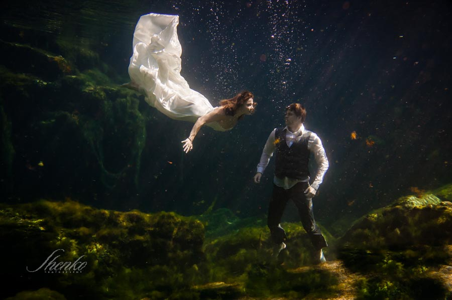 14-bride-and-groom-photo-session-underwater-mexico-1