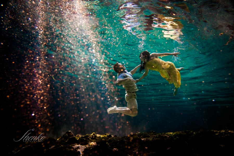 4-underwater-engagement-photo-session-mexico-1