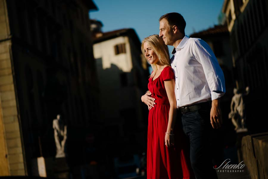 Morning romantic photo in florence