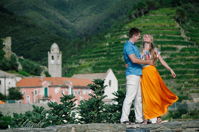 Romantic photo session in Cinque Terre, Italy