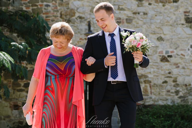 going down the alley with his mother the groom