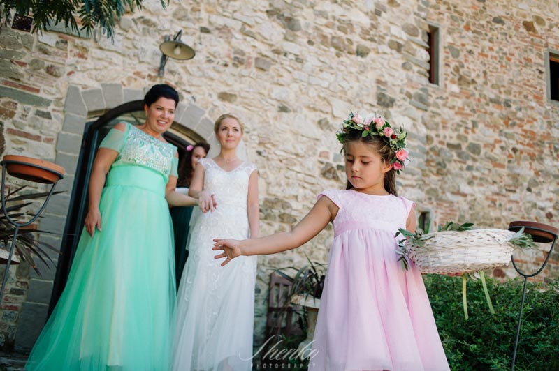 how to photograph beautiful flower girl