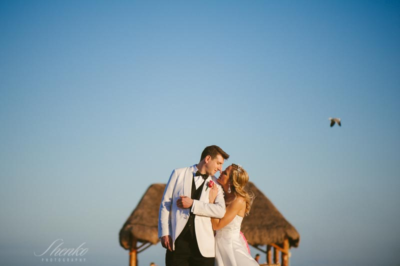 wedding photo session at the dock of Azul fives