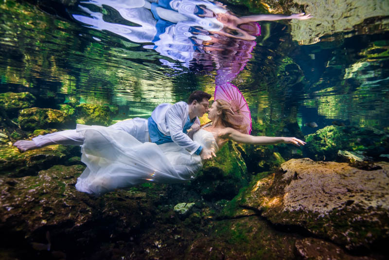 playa del carmen underwater bridal photo session