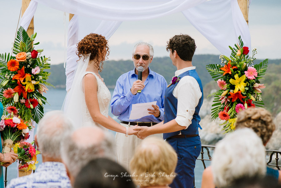 Emotional-and-fun-wedding-at-las-palmas-huatulco-playa-violin-20