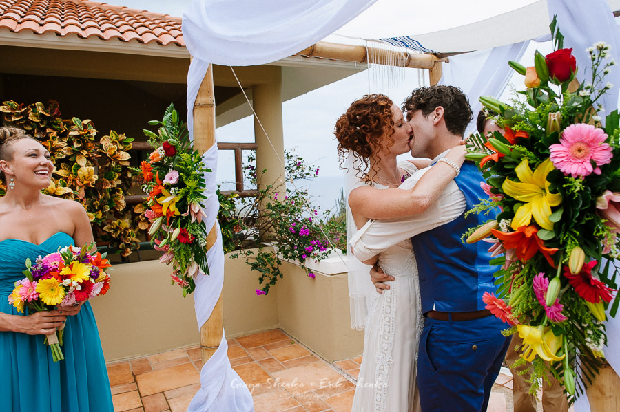 Emotional-and-fun-wedding-at-las-palmas-huatulco-playa-violin-27