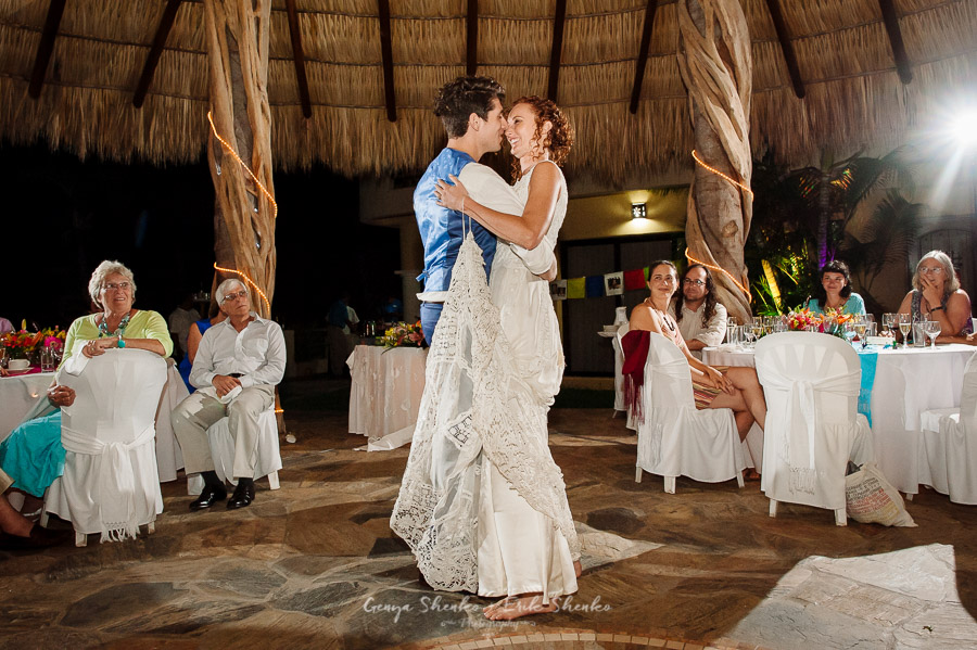 Emotional-and-fun-wedding-at-las-palmas-huatulco-playa-violin-37