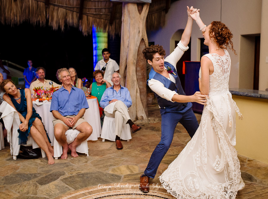 Emotional-and-fun-wedding-at-las-palmas-huatulco-playa-violin-38
