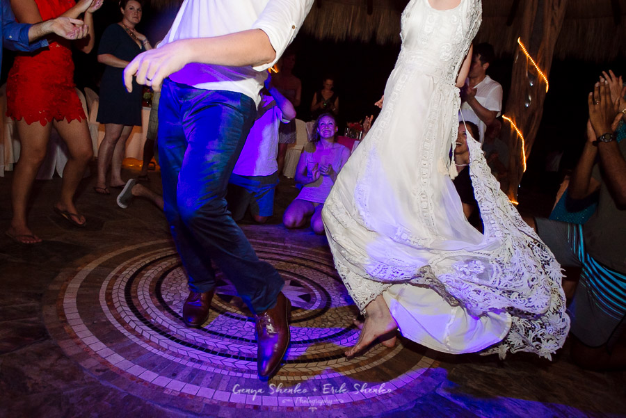 Emotional-and-fun-wedding-at-las-palmas-huatulco-playa-violin-51