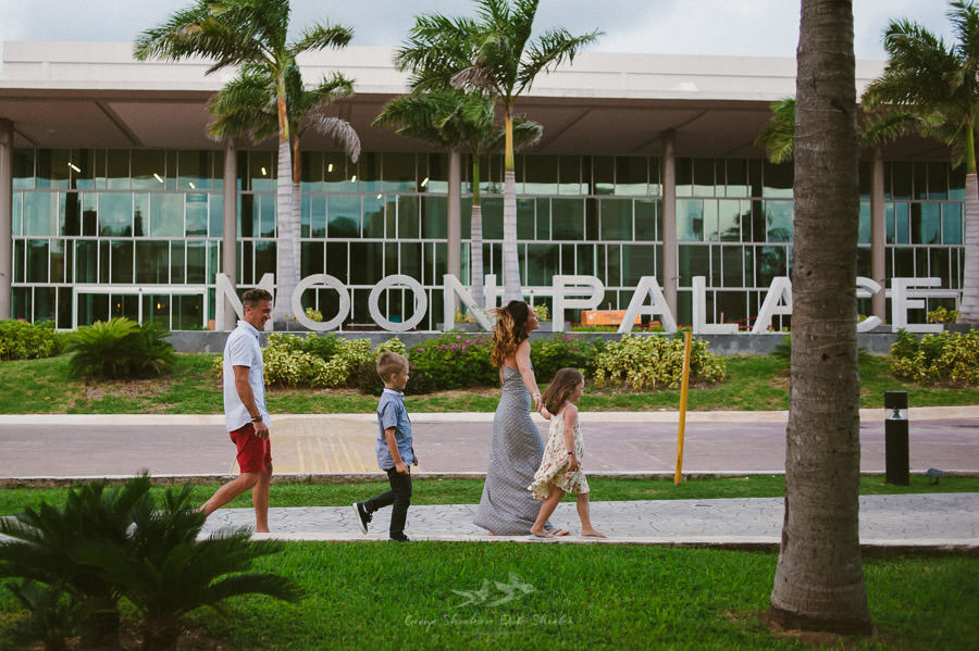 family-pre-wedding-photo-session-at-moon-palace-cancun-mexico-1