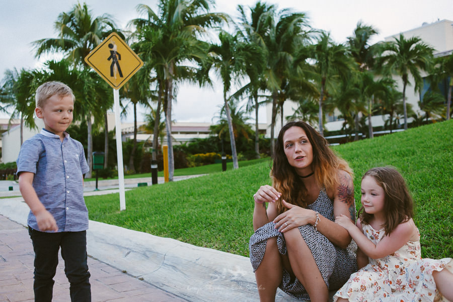 family-pre-wedding-photo-session-at-moon-palace-cancun-mexico-4