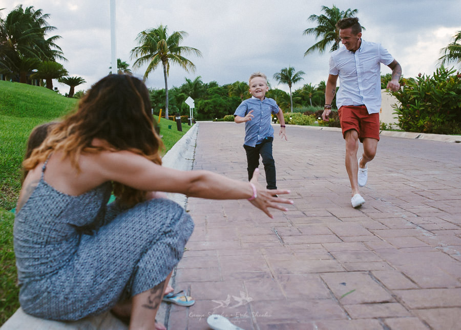 family-pre-wedding-photo-session-at-moon-palace-cancun-mexico-5