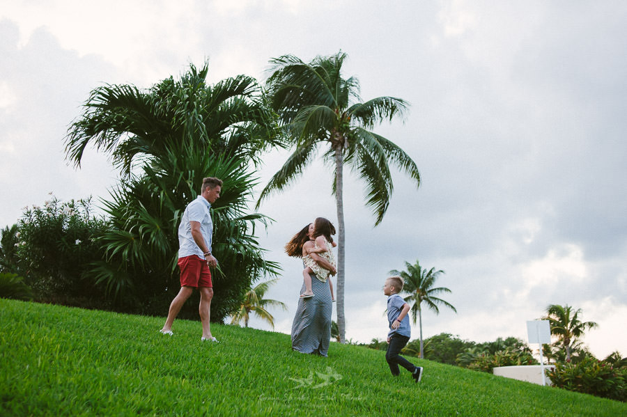family-pre-wedding-photo-session-at-moon-palace-cancun-mexico-7